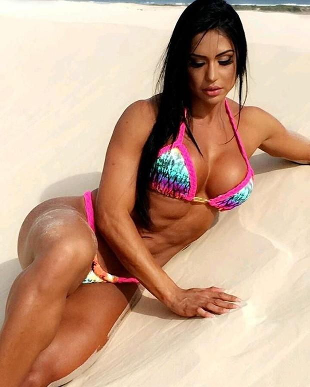 Gracyanne Barbosa posa sexy (Foto: Reprodução / Instagram)