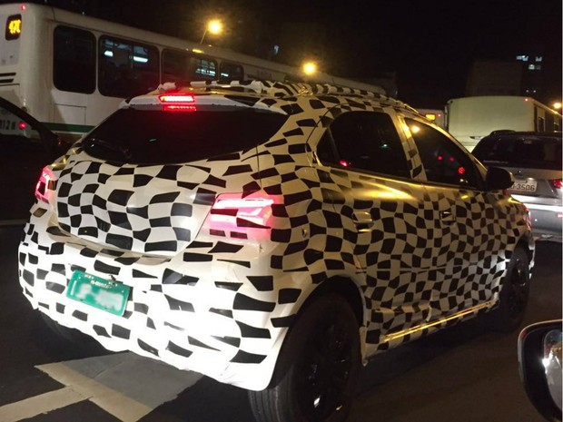 Onix flagrado Porto Alegre (Foto: Giovani Grizotti/RBS TV)