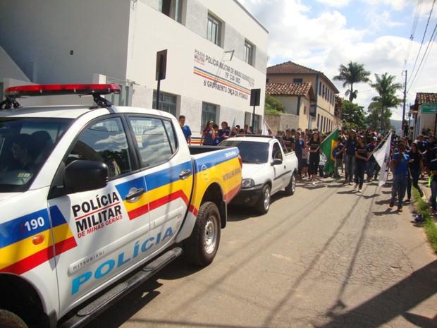 Paseata ocorreu nesta manhã em Onça de Pitangui (Foto: Polícia Militar/Divulgação)