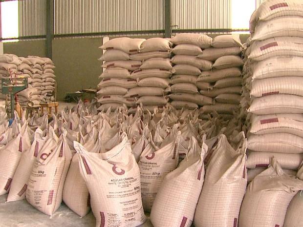 Carga de açúcar de origem suspeita foi apreendida em Brodowski, SP (Foto: Fábio Júnior/EPTV)