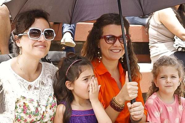 A previsão era de chuva, mas no começo da tarde de domingo o público se protegeu foi do sol (Foto: Euricles Macedo/RPC TV)