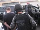 Polícia faz ação contra grupo suspeito por roubo e receptação de veículos