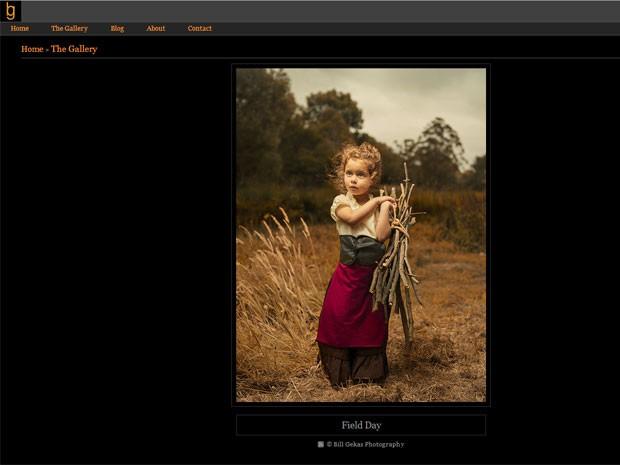 Imagem da série feita pelo fotógrafo australiano Bill Gekas em que ele retrata a filha de 5 anos de idade posando em representação de pinturas clássicas (Foto: Reprodução/billgekas.com)