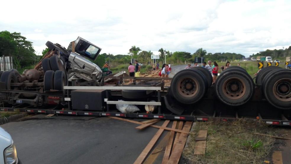 Motorista teve um ferimento na cabeça (Foto: Corpo de Bombeiros/Divulgação)