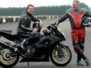 O pai de Stuart (à direita) acompanhou o piloto durante a prova (Foto: Stuart Gunn)