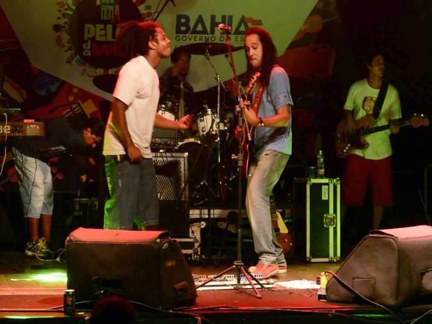 Banda Semente Roots abre show de Sine Calmon na Praça Teraza Batista, em Salvador (Foto: Divulgação / Semente Roots)