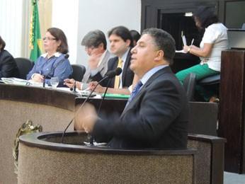 Líder da bancada evangélica, o deputado Pastor Cleiton Collins (PP) rejeitou a proposta (Foto: Luna Markman/G1)