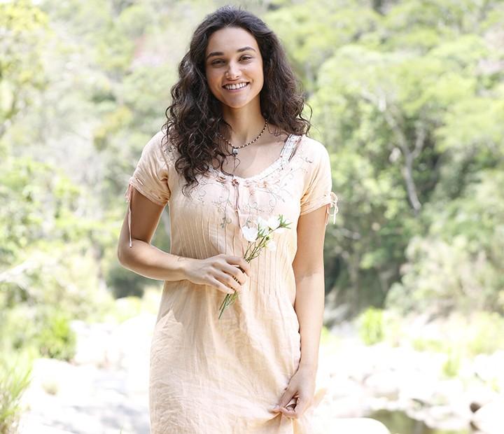 Débora Nascimento dá vez à beleza natural em 'Êta Mundo Bom!' (Foto: Ellen Soares/Gshow)