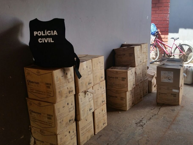 Produtos estavam escondidos em barracão de assentamento rural (Foto: Divulgação/Polícia Civil)