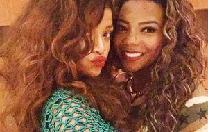 """Ludmilla posta foto com Rihanna em churrascaria: """"Você é f***!"""""""