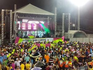 Maracatu da Favela, campeã do festival de samba enredo 2014 (Foto: Carla Silva/Secult-AP)