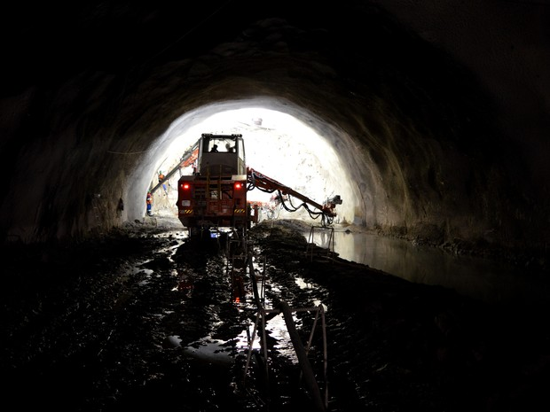 Maior túnel do país está em construção em São Sebastião (Foto: Camilla Motta/ G1 )