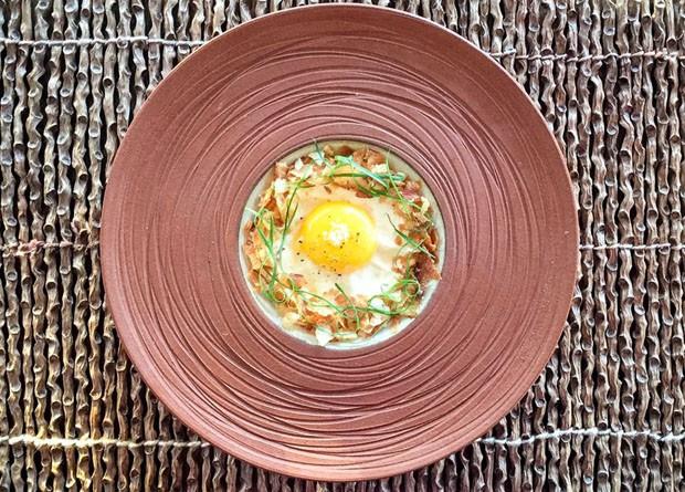 Receita: risoto de galinha com espuma de milho e chips de batata doce (Foto: Divulgação)