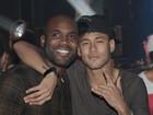 Neymar vai com Rafael Zulu a show de Thiaguinho em São Paulo