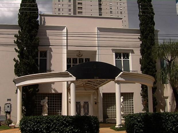 Imóvel onde funcionava sede da seita Essenium no Setor Marista, em Goiânia, Goiás (Foto: Reprodução/TV Anhanguera)