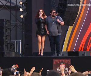 """Sophia Abrahão canta com sertanejos e declara: """"Estou quase virando a casaca"""""""