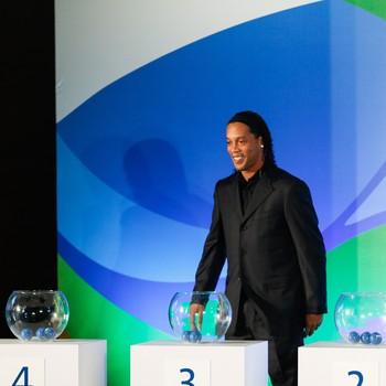Ronaldinho Gaúcho sorteio futebol Olimpíadas Rio 2016 (Foto: Rudy Trindade / Agência Estado)