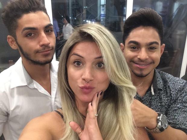 Angela Sousa mudou o visual com Jhon Brazão a e Marcos Soares no salão AW Ellegance Salon  (Foto: Arquivo pessoal)
