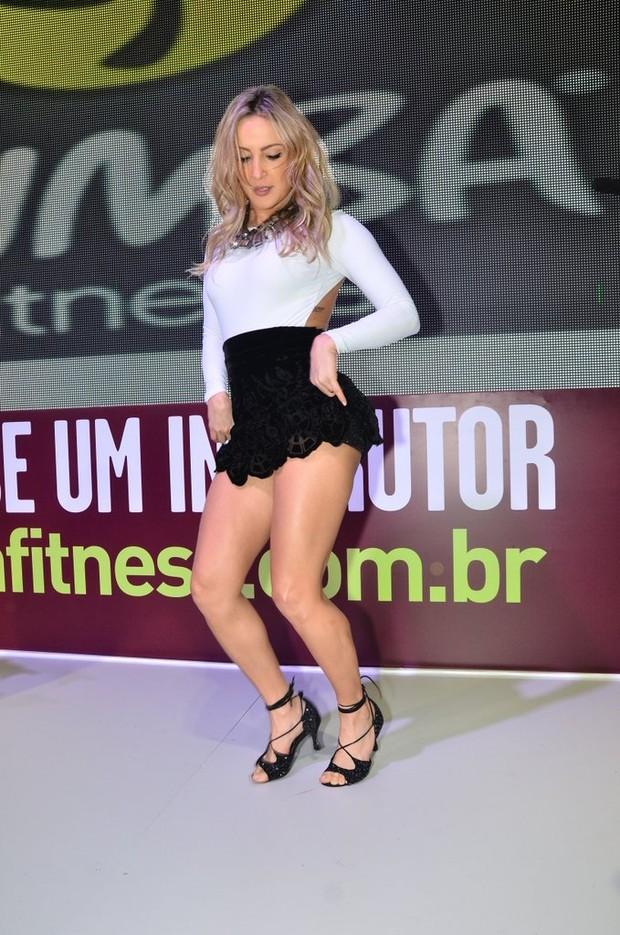 Claudia Leitte dança Zumba Fitness (Foto: Caio Duran / AgNews)