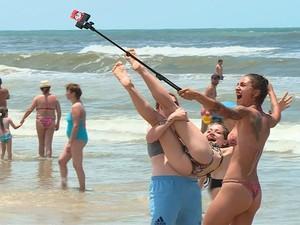 selfie na praia (Foto: Reprodução/RBS TV)