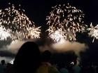 Fogos de artifício iluminam os céus da Baixada Santista na virada para 2015