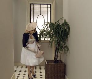 Sandra usa chave do ateliê que Ernesto esconde na planta (Foto: TV Globo)