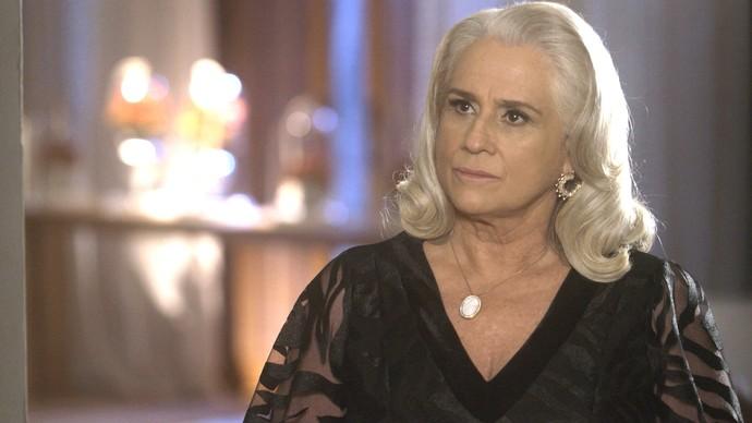 Mág escuta afronta do genro (Foto: TV Globo)