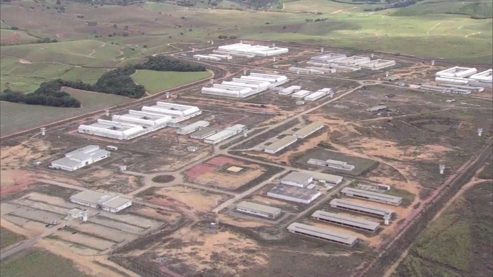 Até janeiro de 2016, Centro Integrado de Ressocialização, em Itaquitinga, estava com obras paralisadas há cinco anos (Foto: Reprodução/TV Globo)