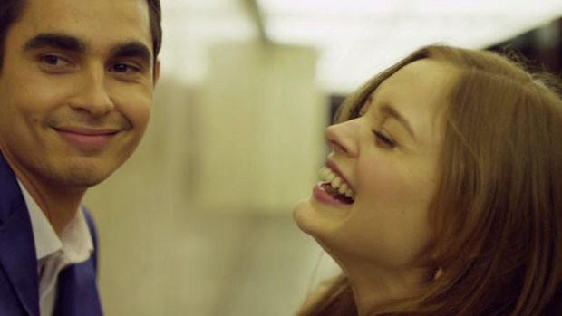 Bella Heathcote e Max Minghella estrelam clipe de 'Shot at the night', do Killers (Foto: Divulgação)