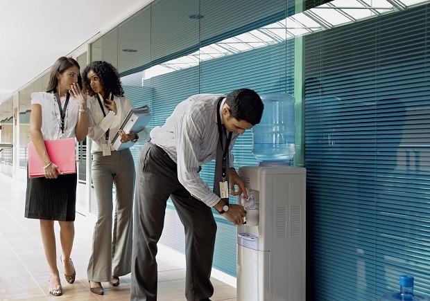 Fofoca; trabalho; problema; intriga (Foto: Thinkstock)