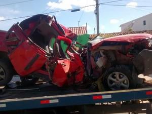 Pick up ficou totalmente destruída.  (Foto: Polícia Civil/Divulgação)