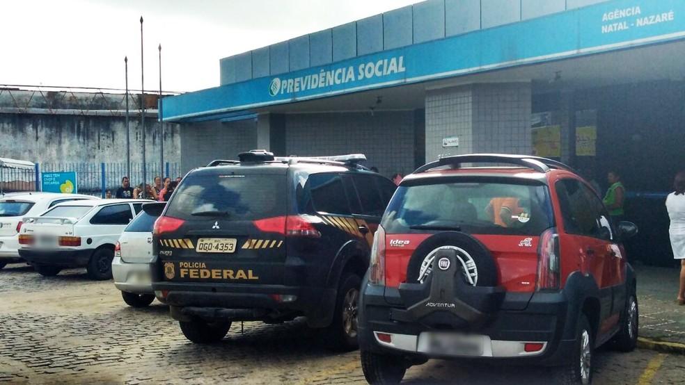 Mandados de busca e apreensão foram cumpridos na Agência da Previdência Social do bairro Nazaré, em Natal (Foto: Marksuel Figueredo/Inter TV Cabugi)
