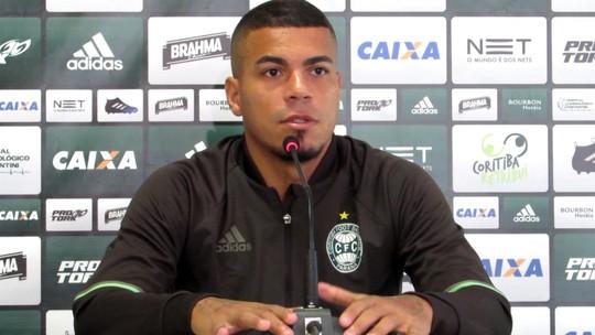 """Titular, Carleto defende Pachequinho no Coritiba: """"Mais fácil culpar um do que 30"""""""