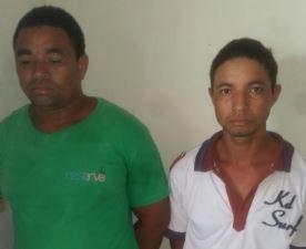 Suspeitos foram presos no centro da cidade (Foto: Divulgação/PM)