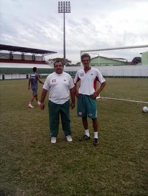Preparadores Renato Alvarenga (E) e Paulinho (D) no treino da Cabofriense (Foto: Andreia Maciel)