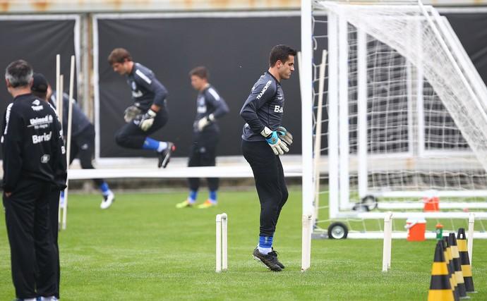 Goleiros treinam no campo suplementar (Foto: Lucas Uebel/Grêmio)