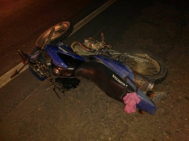 Detento caiu da moto em que estava após ser atingido na traseira por um carro. (Foto: Stéphano Mattos/Arquivo pessoal)
