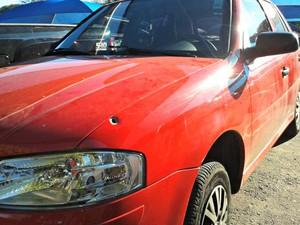 Carro foi atingido por vários tiros (Foto: Tatiane Queiroz/ G1 MS)
