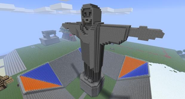Viniccius13 construiu uma versão do Cristo Redentor no 'Minecraft' que, segundo ele, fez seu nacal no YouTube se tornar popular (Foto: Arquivo Pessoal)