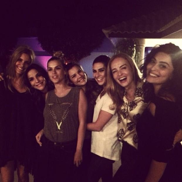 Ivete Sangalo ganha festa surpresa (Foto: Reprodução/Instagram)