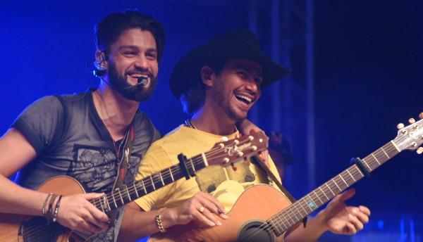 Munhoz e Mariano (Foto: ARNALDO MUNIZ/Agnews)