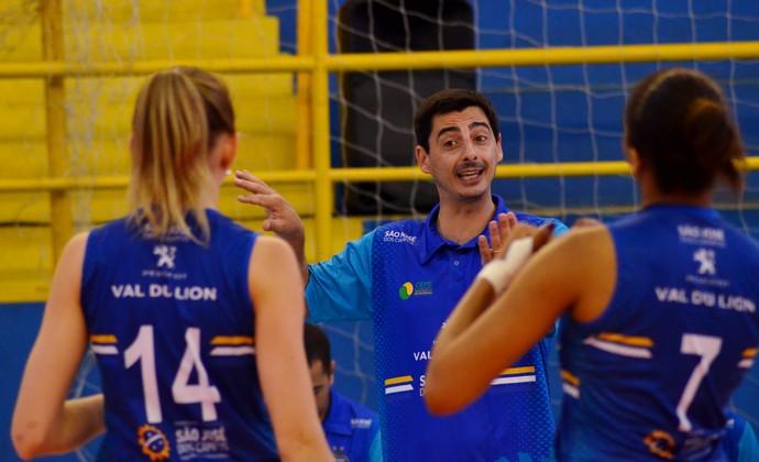 Michel Guimarães técnico São José Vôlei Feminino (Foto: Danilo Sardinha/GloboEsporte.com)