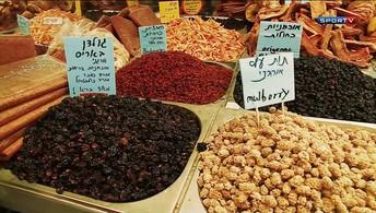 Eu Atleta visita o mercado em Jerusalém  em Israel para ver as comidas da cidade