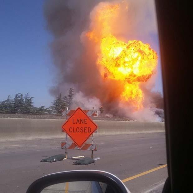 Motorista flagra explosão em linha de gás nesta sexta-feira (17) em Fresno, na Califórnia (Foto: Reprodução/Instagram/ Alan-Michael)