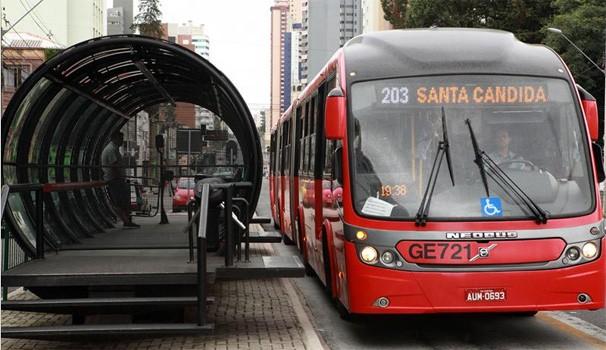 Paraná TV ônibus (Foto: Cesar Brustolin/SMCS)