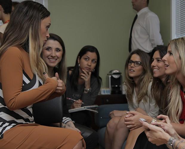 Suzana Pires bateu um papo com as blogueiras e esbanjou simpatia (Foto: Globo/Fabiano Battaglin)