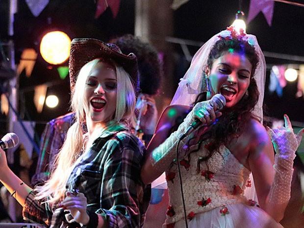 Megan e Luene amam uma balada  (Foto: Geração Brasil/TV Globo)