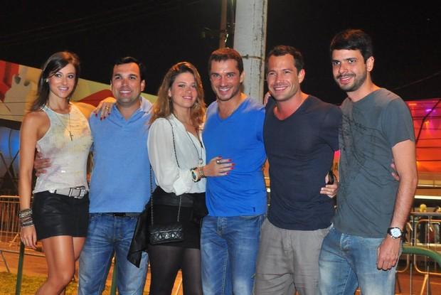 Malvino Salvador e amigos (Foto: Roberto Teixeira / EGO)