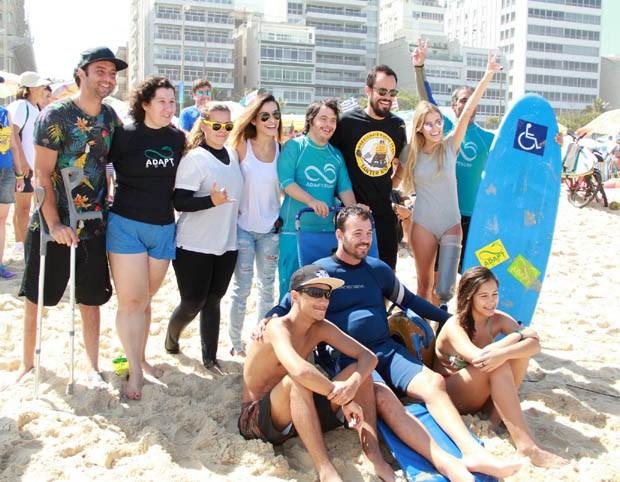 Cleo Pires e Paulo Vilhena com atletas (Foto: J C PEREIRA/AGNEWS)