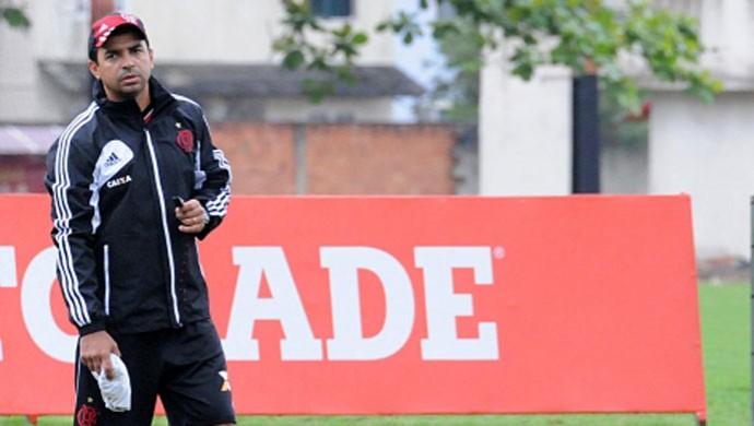 técnico do Flamengo Cleber dos Santos com equipe sub-20 que vai disputar a Copinha (Foto: Assessoria de imprensa do Flamengo)